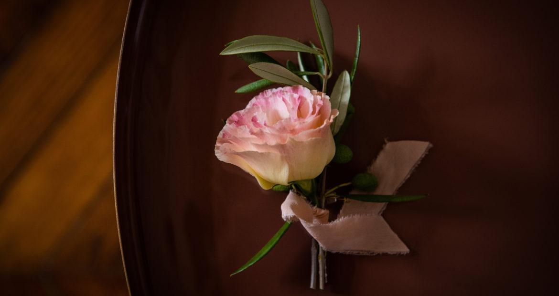 fleuriste mariage, paris, ile de france, seine et marne, boutonnière, homme, fleurs mariage, mariage élégant, mariage raffiné