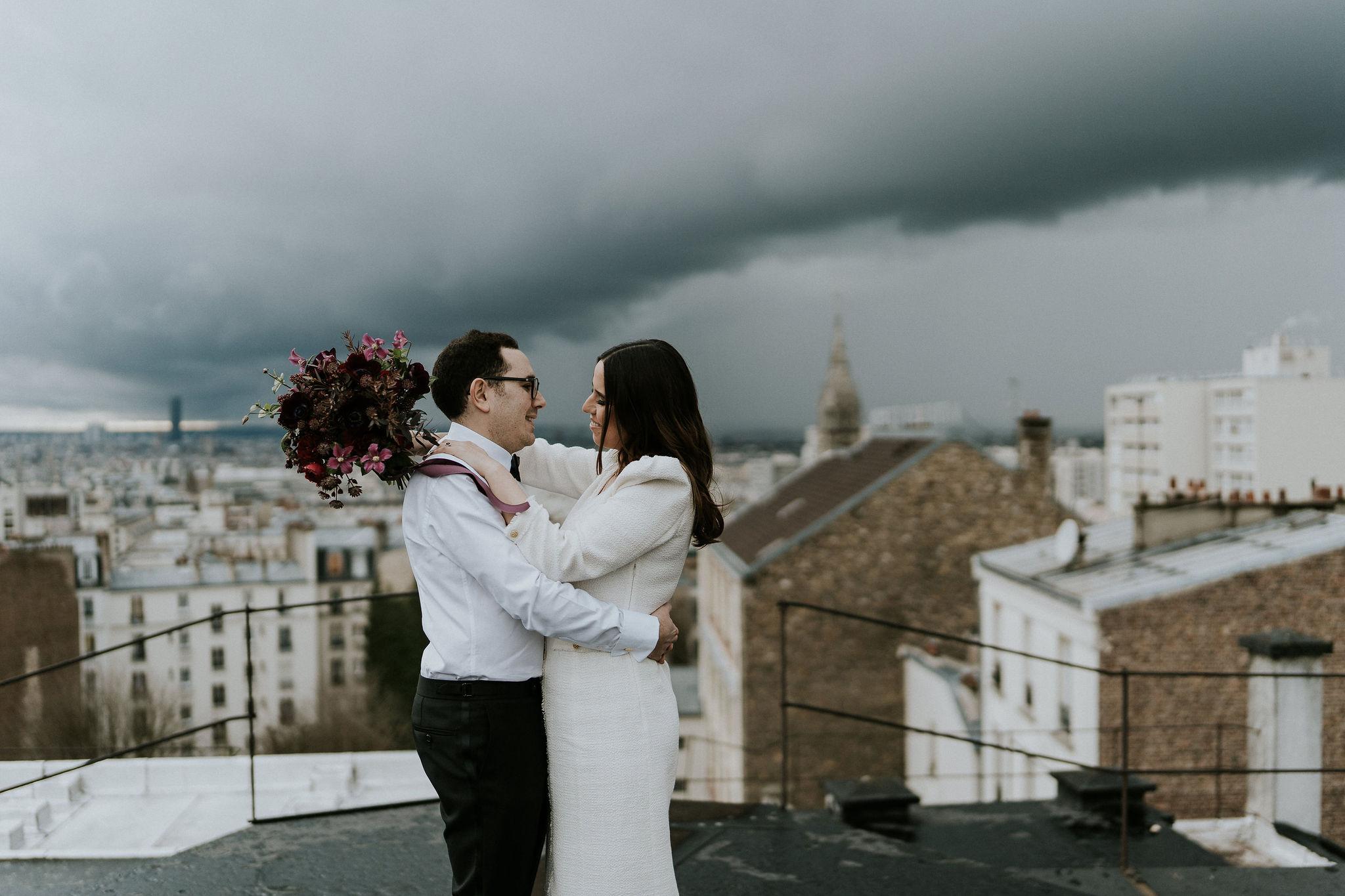 Fleuriste mariage, design floral, mariage à paris, décoratrice paris, mariage sur les toits de paris, red velvet, rouge velours, mariage , bouquet de mariée