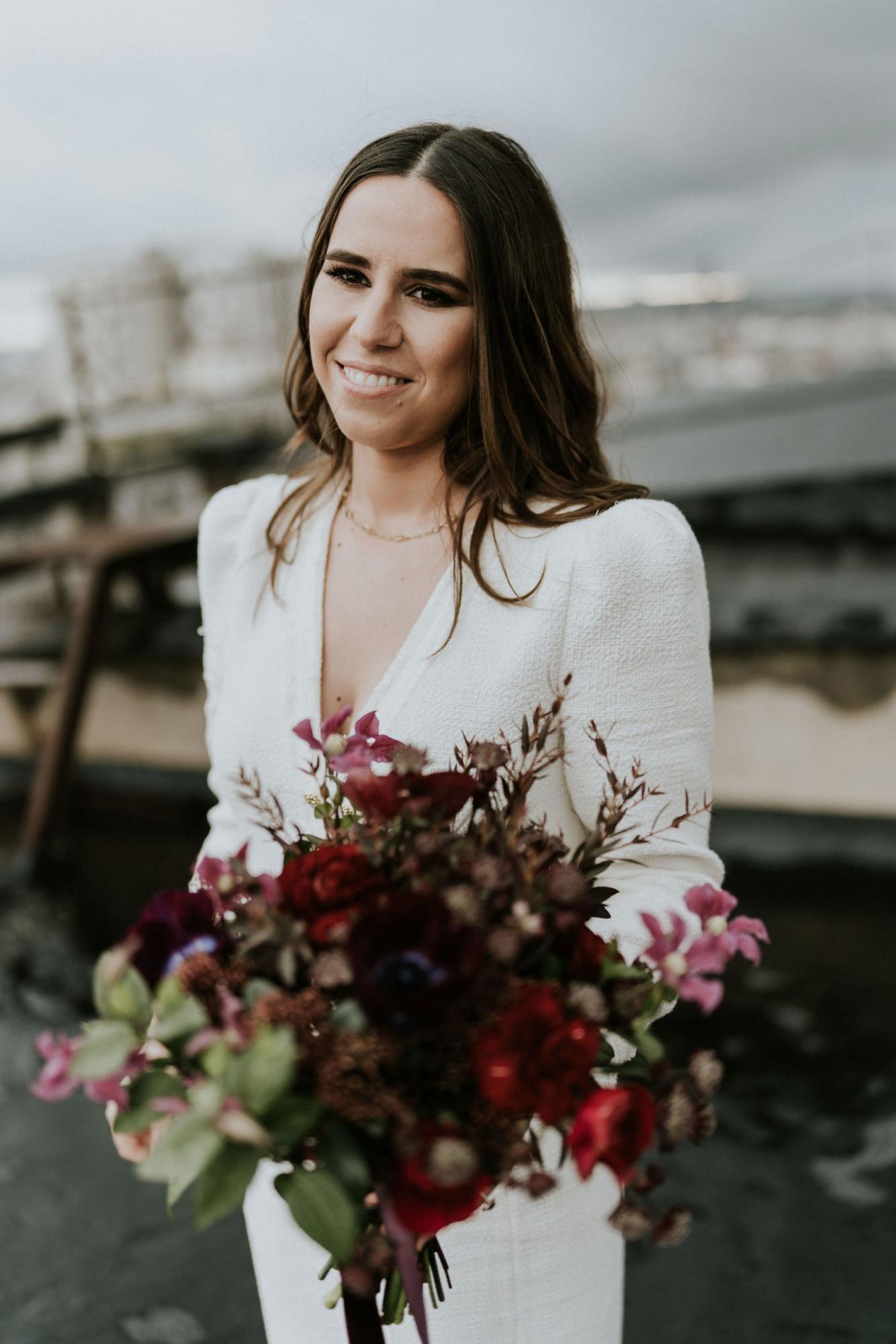 Fleuriste mariage, design floral, mariage à paris, décoratrice paris, mariage sur les toits de paris, red velvet, rouge velours, mariage