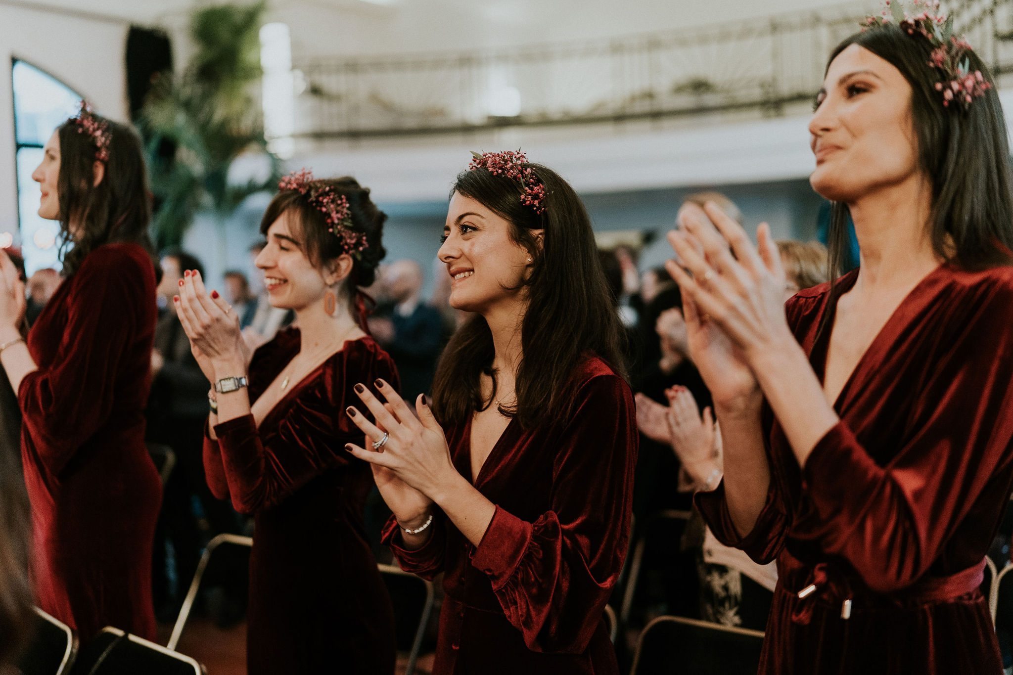 Fleuriste mariage, design floral, mariage à paris, décoratrice paris, mariage sur les toits de paris, red velvet, rouge velours, mariage , demoiselle d'honneur