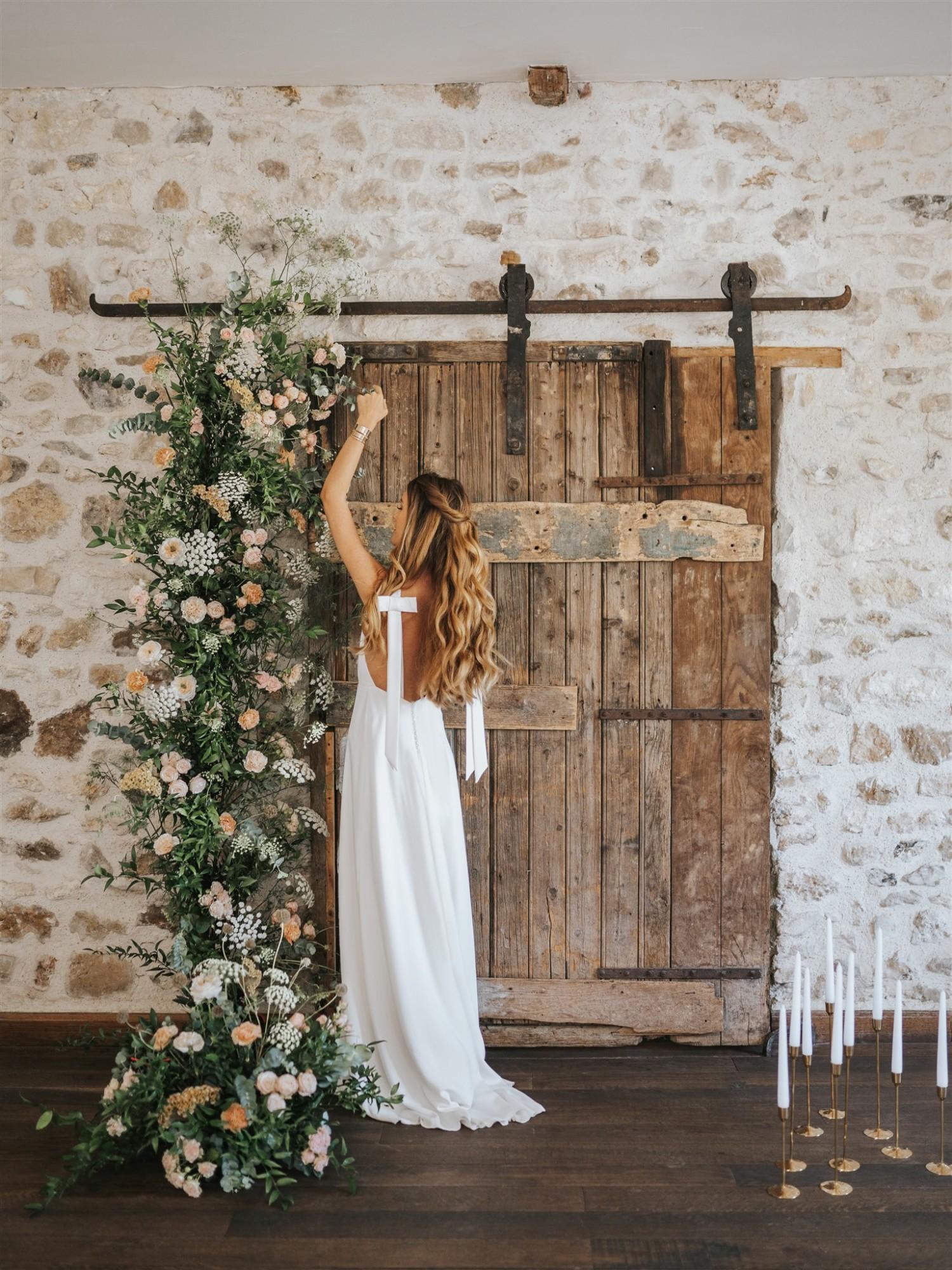 cérémonie, cérémonie laïque, arche de mariage, décor de cérémonie, bougeoirs, bougies, décoration mariage, cérémonie romantique, décoration moderne