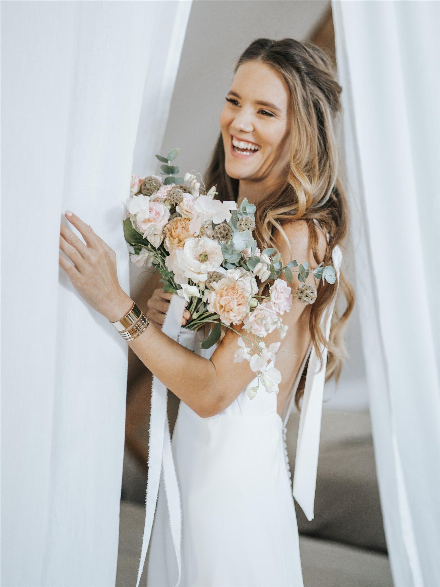 bouquet de mariée, fleuriste mariage, Ile De France, couleurs pastels, mariage élégant