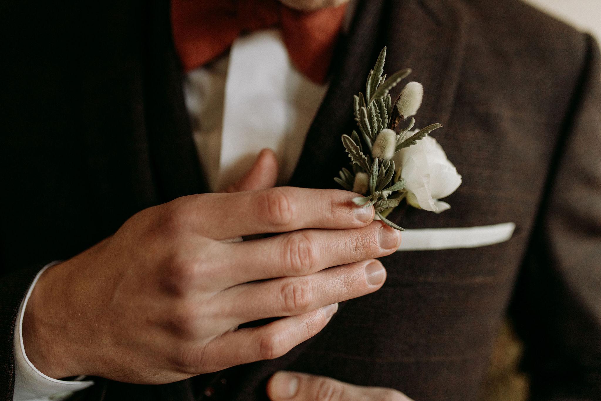Domaine verderonne mariage boutonnière marié
