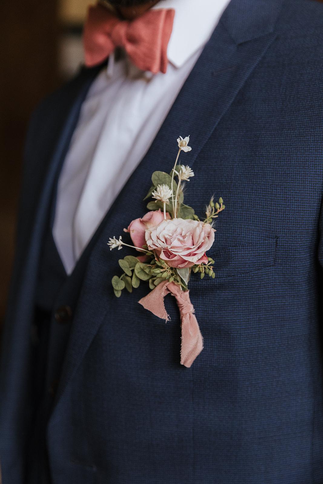 boutonnière, fleur de mariage, fleuriste mariage, marié, futur marié, mariage raffiné