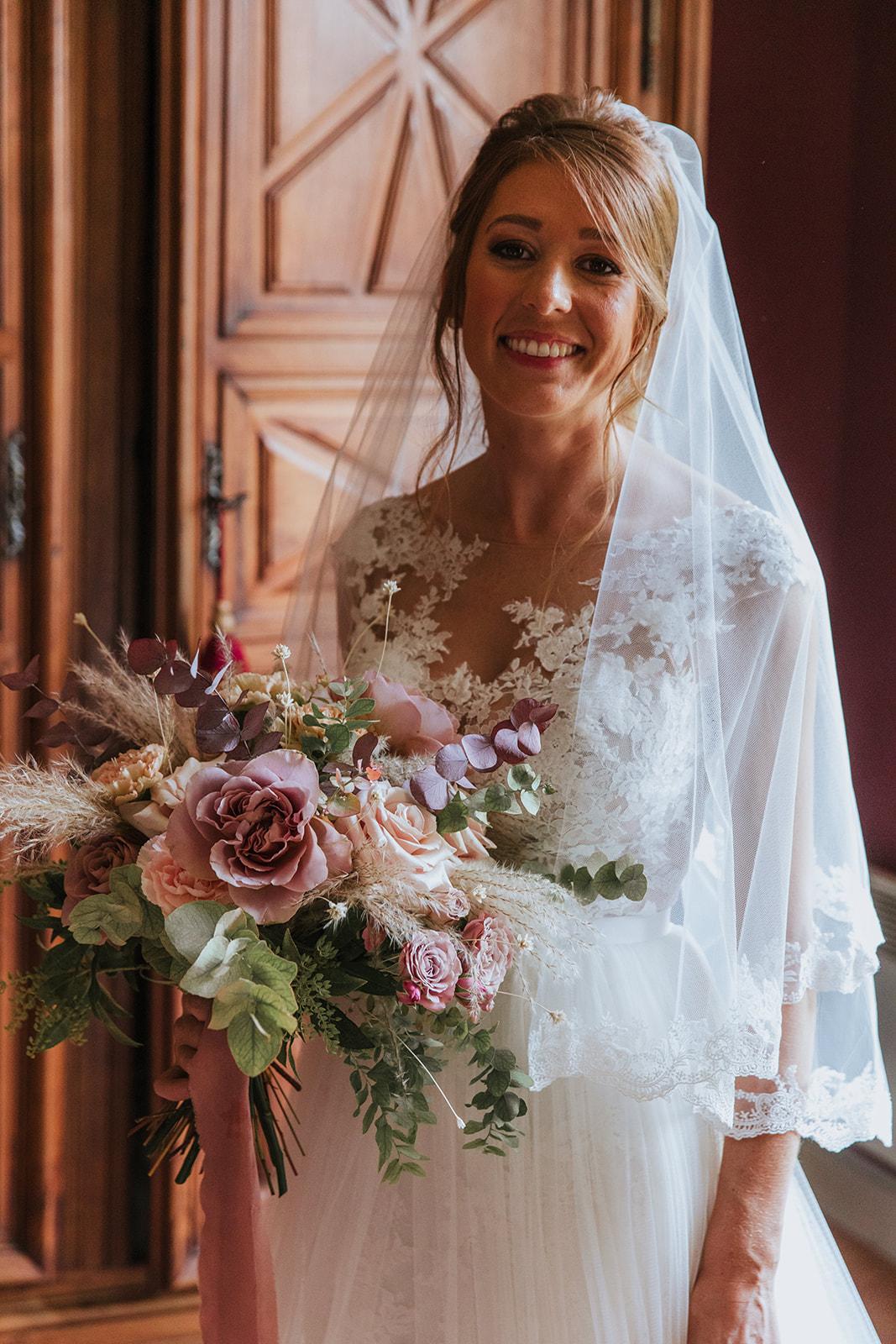mariée, future mariée, bouquet de mariée, fleurs de mariage, fleuriste, fleuriste paris, fleuriste mariage, mariage raffiné