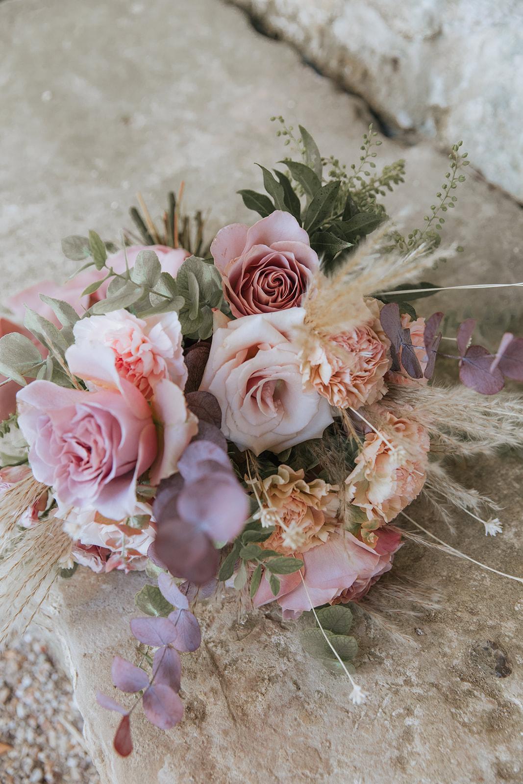 bouquet de mariée, mariage chic, mariage élégant, bouquet, fleuriste ile de france, mariage raffiné