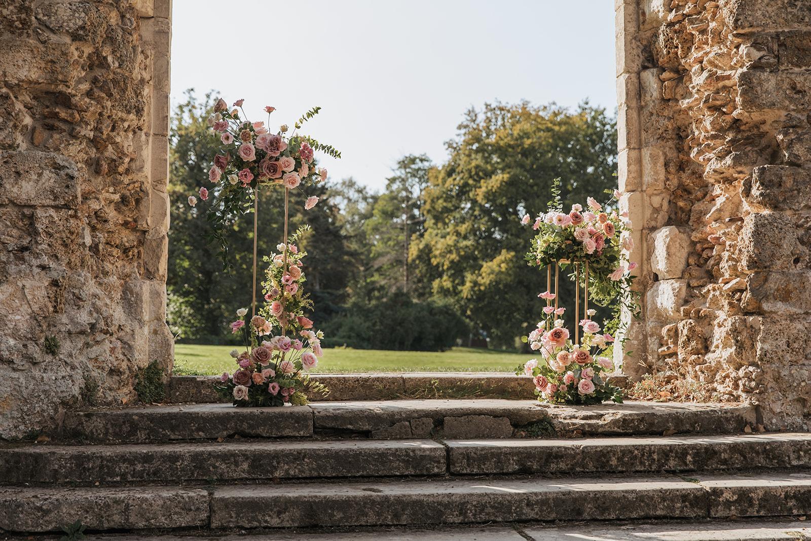 Mariage, décoratrice mariage, décoratrice paris, fleuriste mariage, fleuriste paris, abbaye des vaux de cernay, cérémonie laïque, art floral, design floral, mariage raffiné