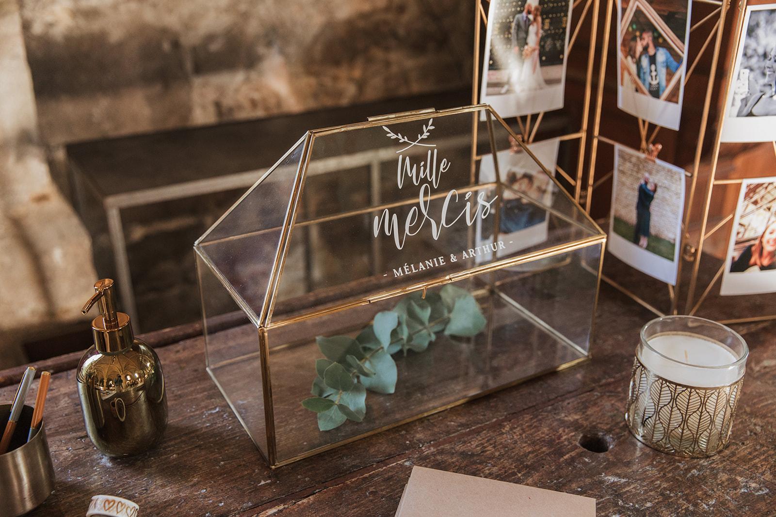 Mariage, décoratrice mariage, décoratrice paris, fleuriste mariage, fleuriste paris, abbaye des vaux de cernay, livre d'or, cérémonie laïque, floral design, mariage raffiné