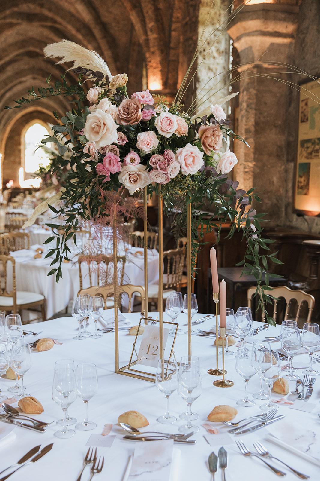 Mariage, décoratrice mariage, décoratrice paris, fleuriste mariage, fleuriste paris, abbaye des vaux de cernay, mariage élégant, décoration mariage, floral design, mariage raffiné
