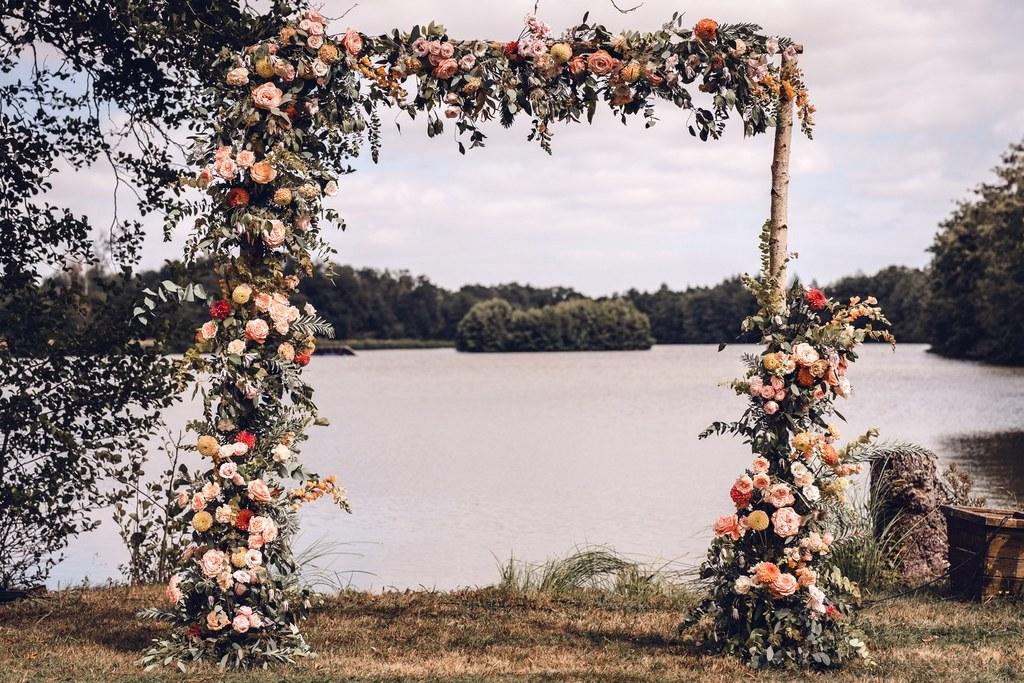 cérémonie mariage, décor de cérémonie, arche, bouquet de mariée, bride, décoration de mariage