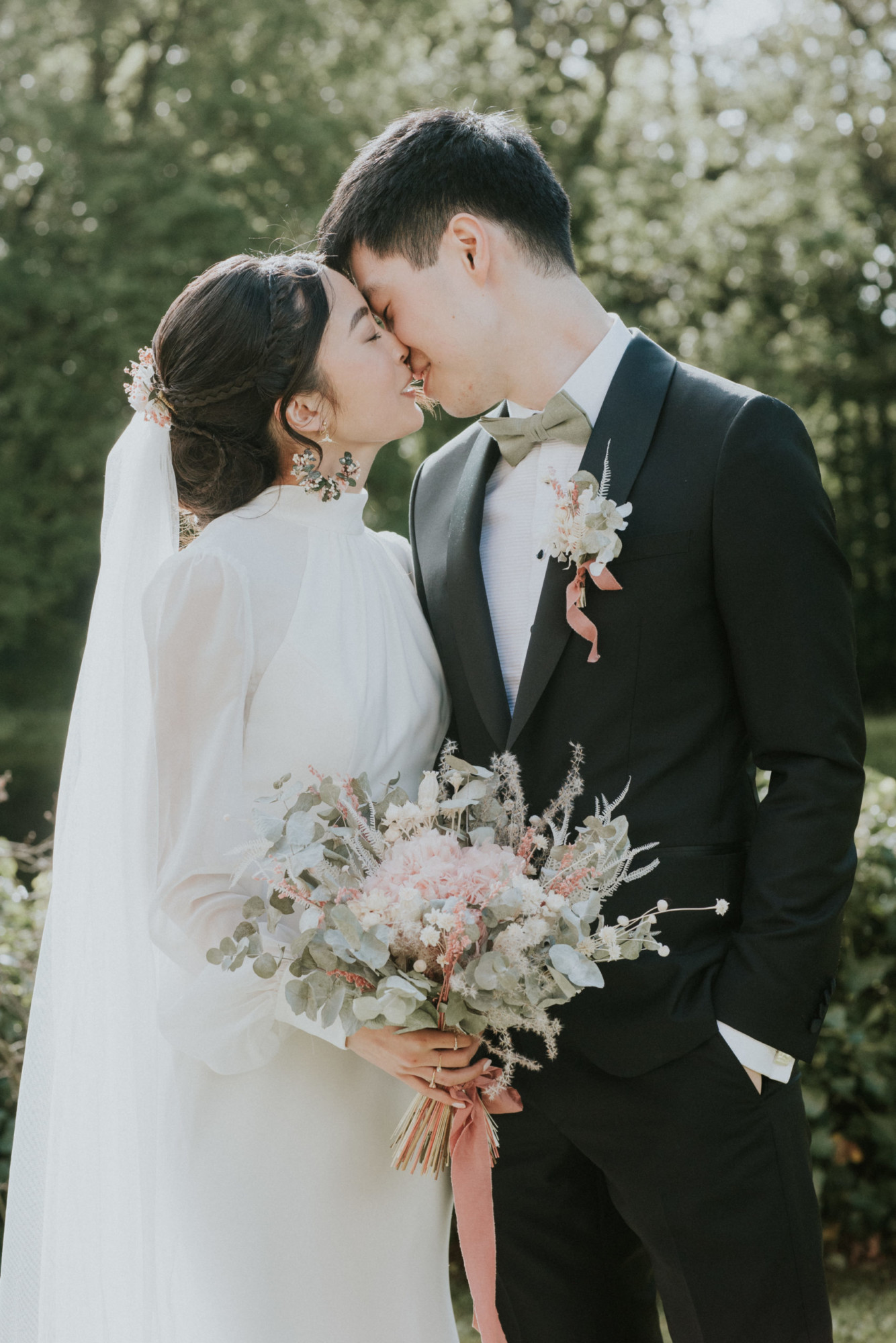 mariage paris, couple, bouquet de mariée