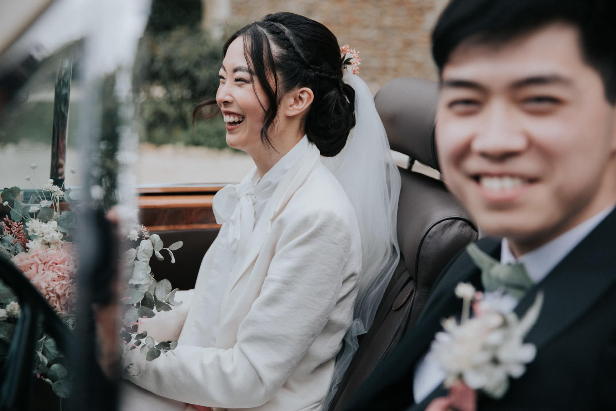 couple voiture mariage