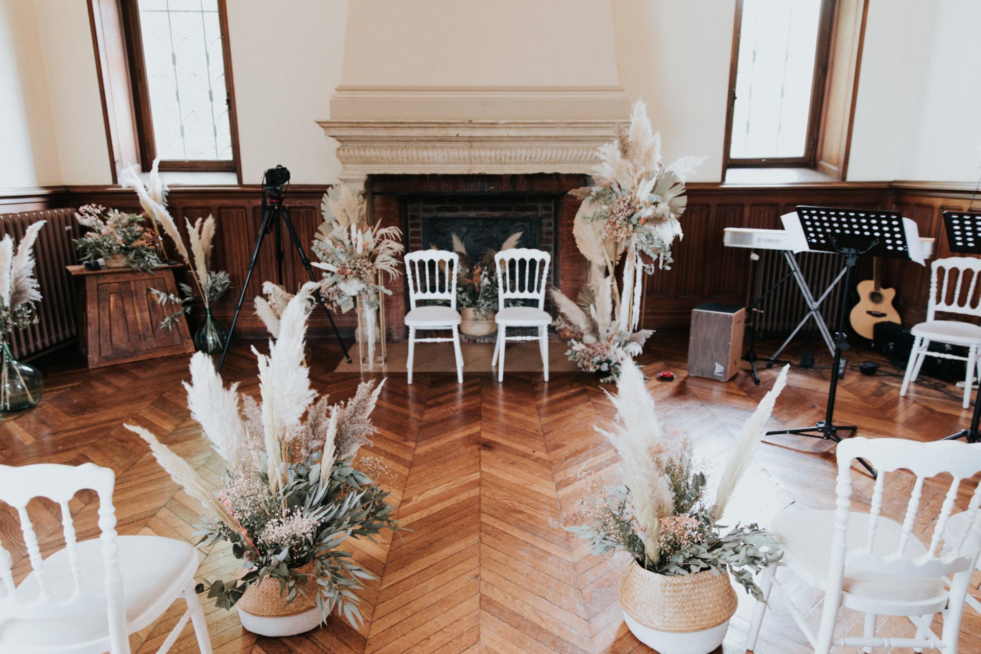 décor de cérémonie, fleurs séchées, arche , stèle